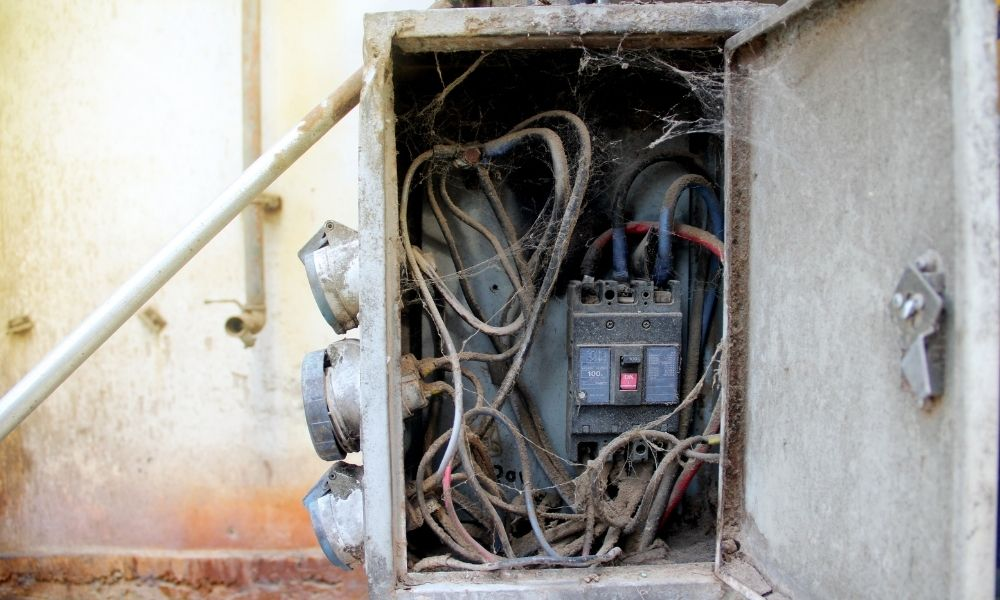 Noticing Warning Signs of a Bad Circuit Breaker